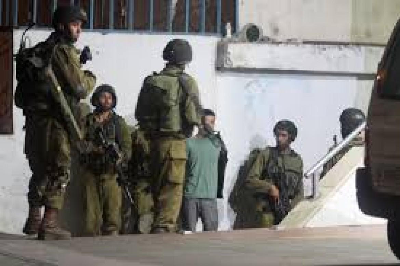 اعتقال 18 مواطنًا بمداهمات في الضفة