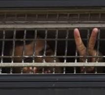 الاحتلال يحول الأسير عمر أبو شخيدم إلى الاعتقال الإداري