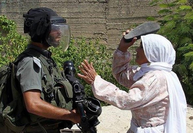 امرأة تقاوم المحتل الاسرائيلي