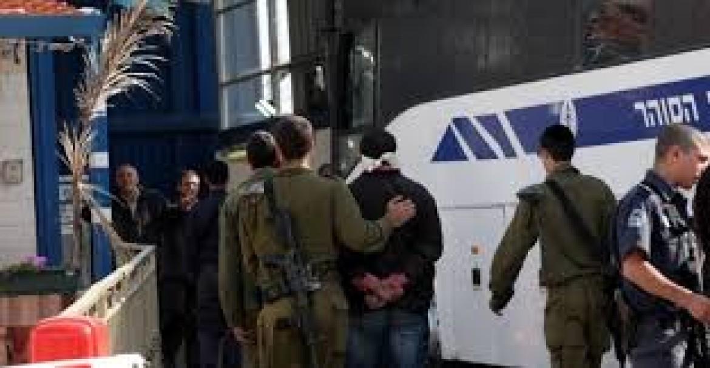 الاحتلال يعتدي على الأسير الجعيدي أثناء نقله للمشفى