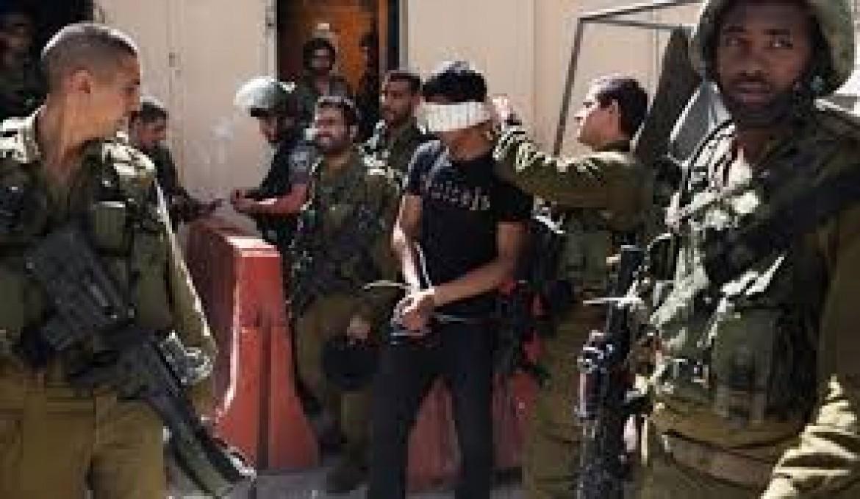 حملة اعتقالات تطال 30 مواطنًا بالضفة والقدس