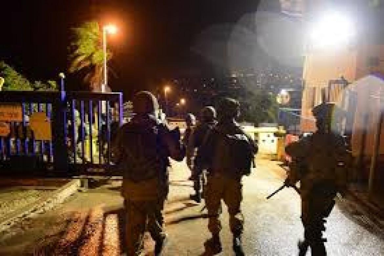 الاحتلال يعتقل 5 مواطنين من عائلة واحدة بطولكرم