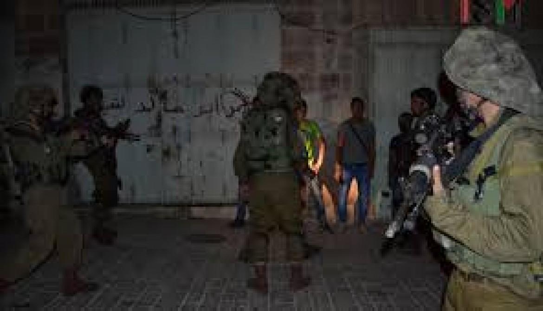 اعتقال 17 مواطنًا في مداهمات بالضّفة الغربية