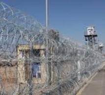 سجون الاحتلال تمنع زيارة المحامين للأسرى المضربين باستثناء عوفر