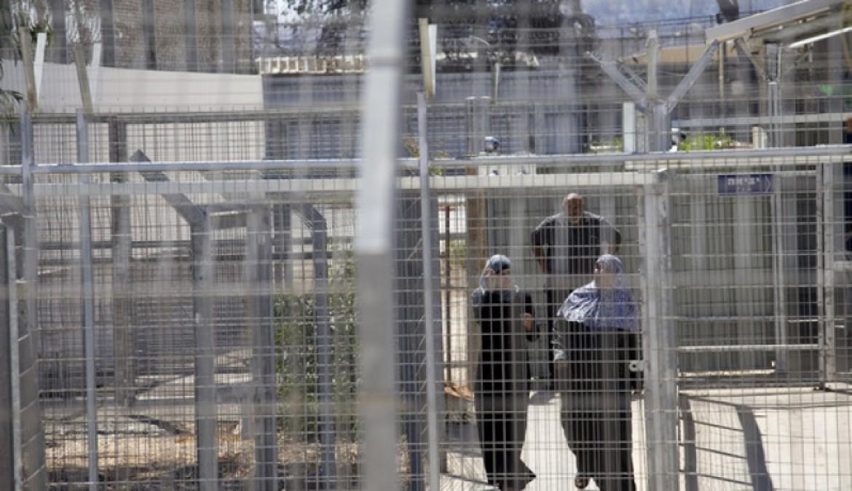 56 أسيرة فلسطينية يقبعن في سجون الاحتلال الاسرائيلي