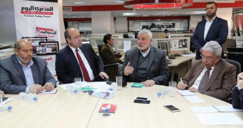 د.هنية أثناء لقاء صحفي