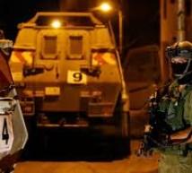 الاحتلال يعتقل 18 مواطنًا بمداهمات بالضفة