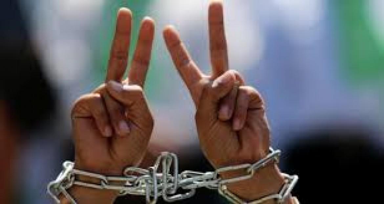 السّجن الفعلي وغرامات مالية لـ 18 أسيرًا