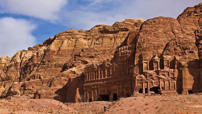 مدينة البترا السياحية في الأردن